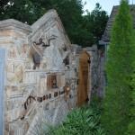 Grofova ograda od stare cigle i crepa 6