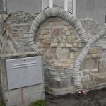 Banetova ograda od stare cigle i crepa Vrbas 4