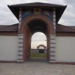 Amfor ulaz u manastir od cigle i kamena Kac - 1